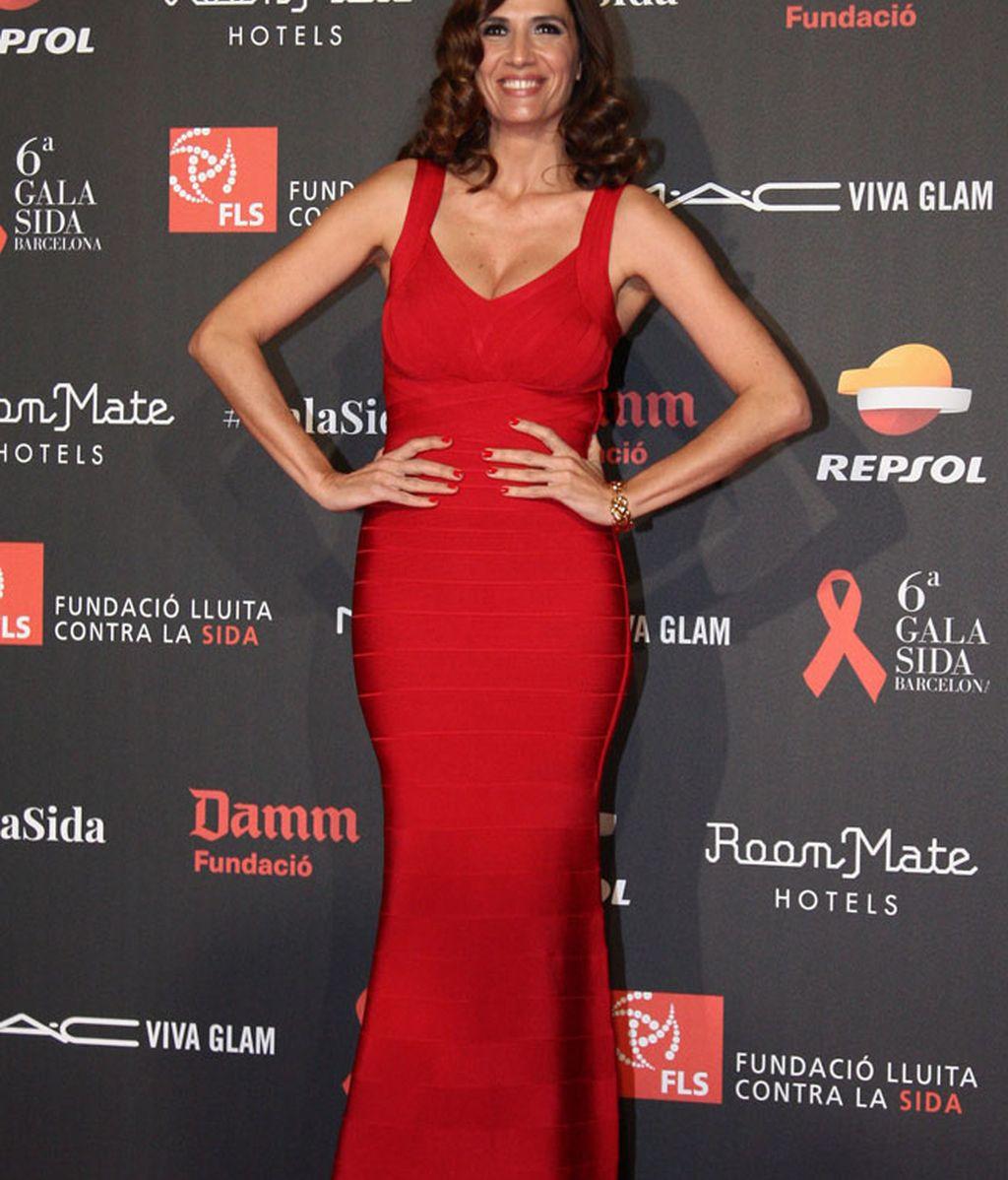 Elia Galera también se sumó al 'vestidazo' rojo de largo