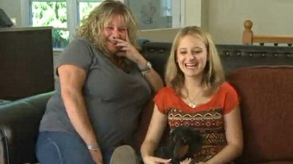 Callie con su madre adoptiva, Paula