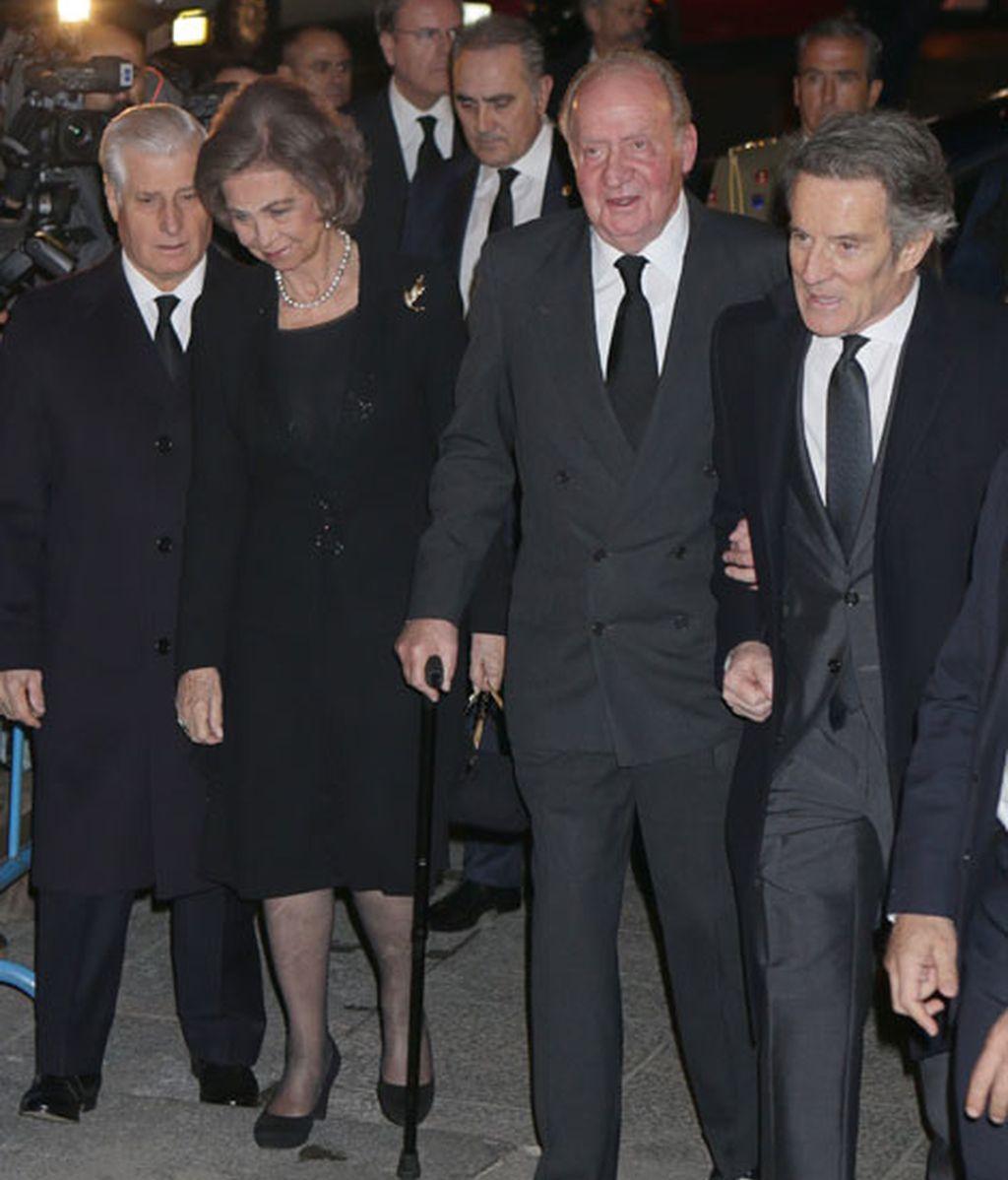 Don Juan Carlos y doña Sofía, muy cariñosos con la familia de la Duquesa