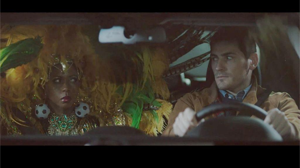 Iker Casillas, del terreno de juego a la carretera, en un spot publicitario