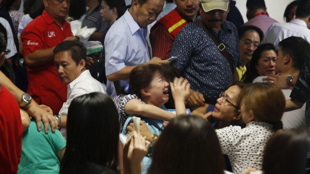 Los familiares de los pasajeros reciben la noticia