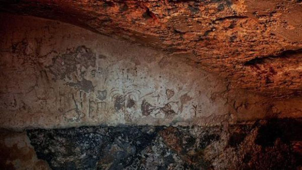 Encuentran un misterioso mensaje con grafitis dentro de una cámara de hace 2.000 años