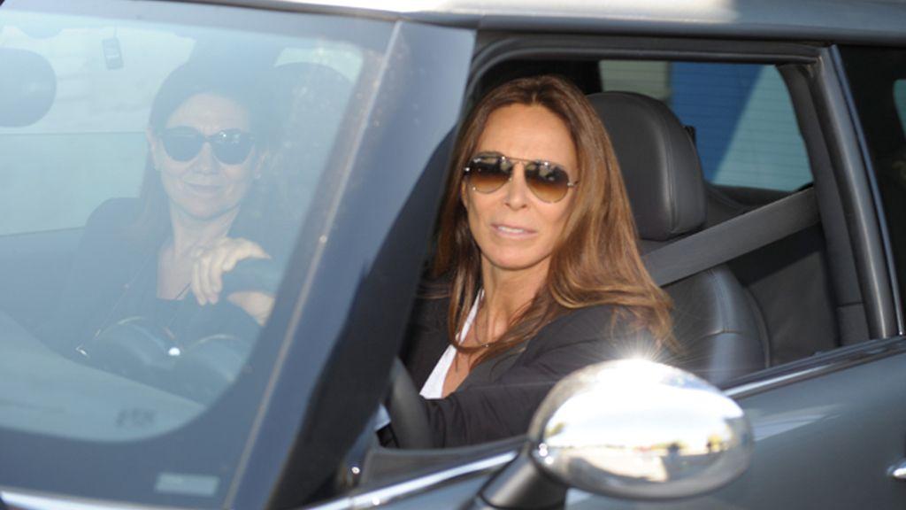 Lydia Bosch y Luisa Martín a la salida del tanatorio