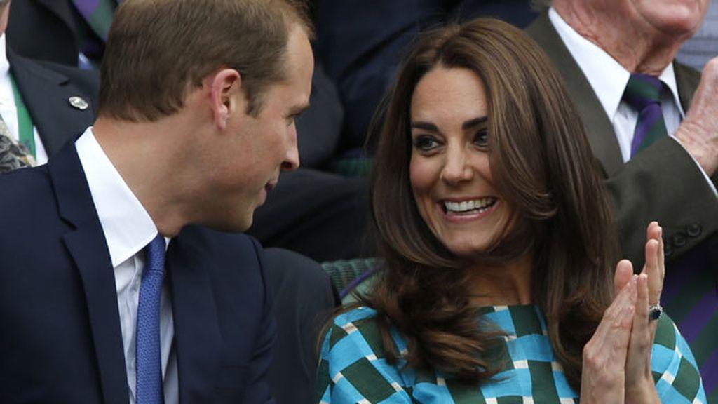 Los Duques de Cambridge, distendidos y muy implicados en el partido