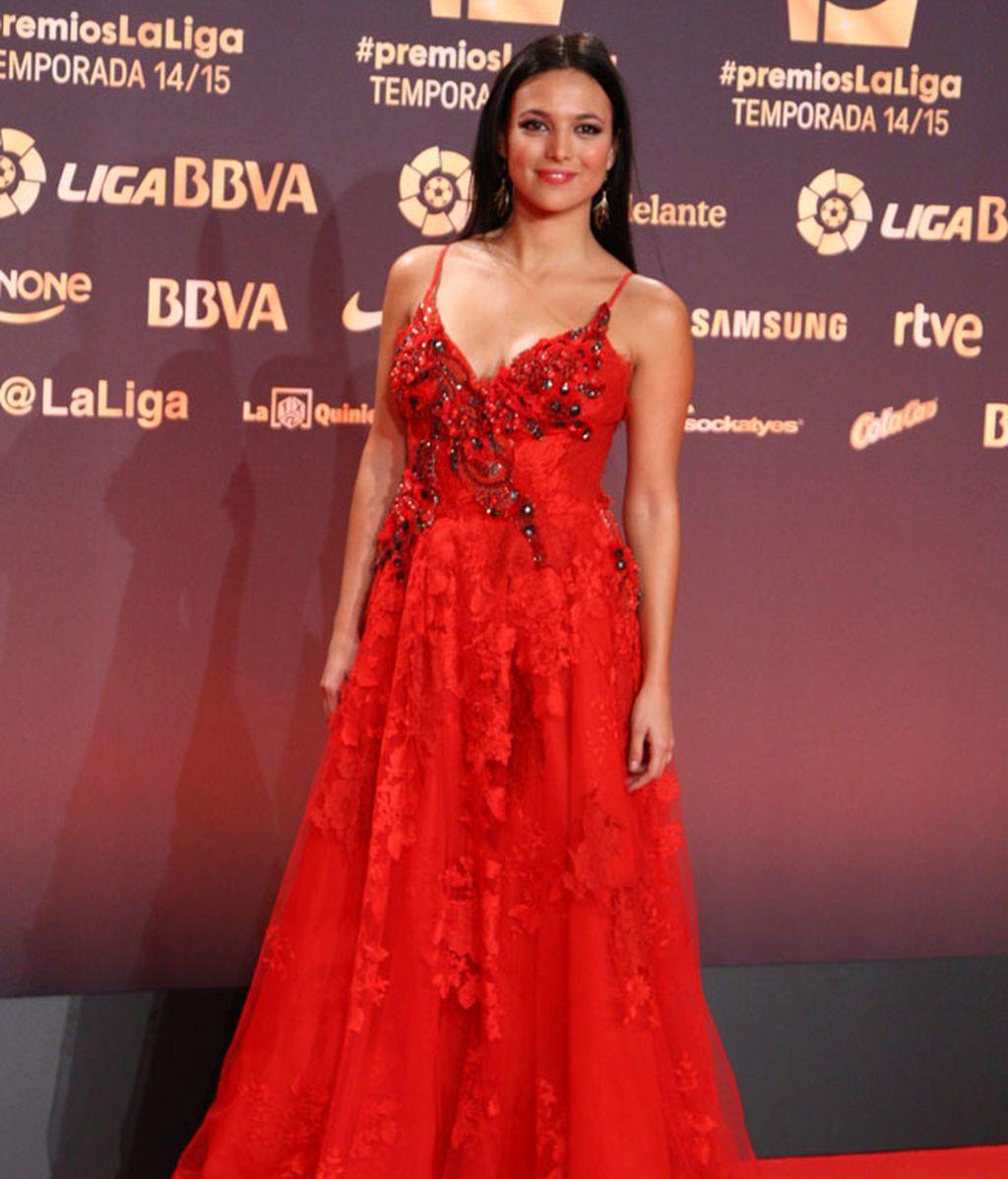 Los 'looks' de la presentadora Elisa Mouliaá, muy comentados