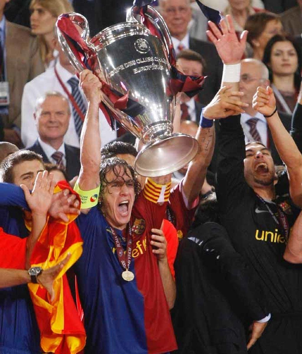 Puyol levanta la Copa de Europa