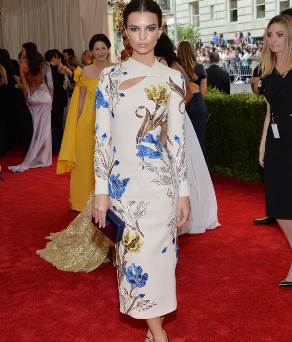 Emily Ratajkowski con vestido de Topshop