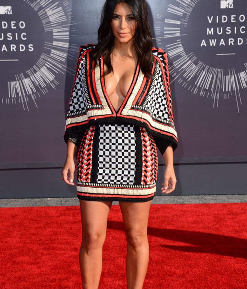 Kim Kardashian con un mini vestido de Balmain