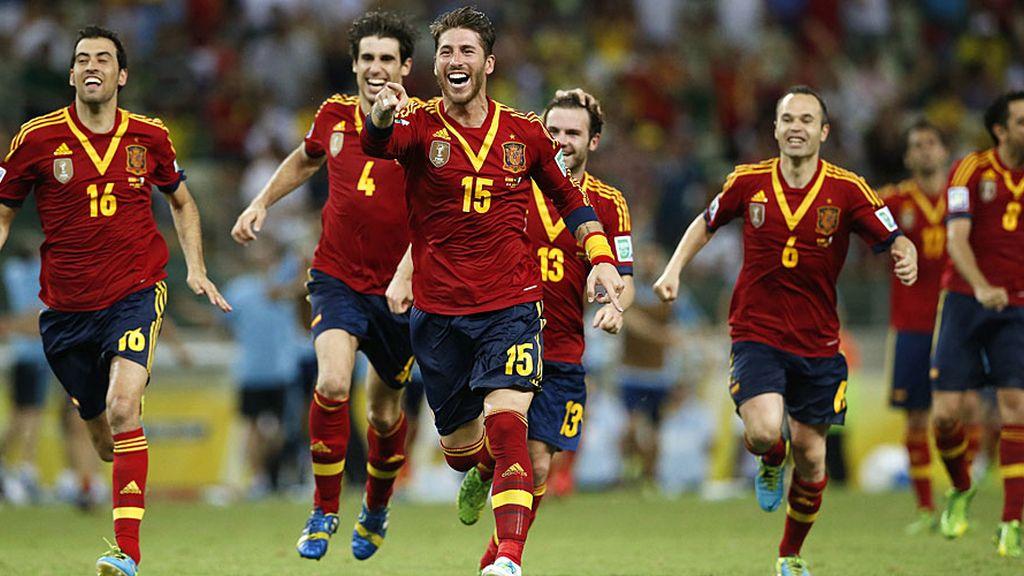 Todos los jugadores corren a celebrar el pase a la final