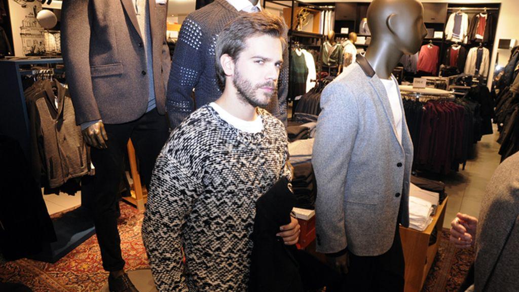Marc Clotet con un jersey de la primera colección para hombre de Isabel Marant