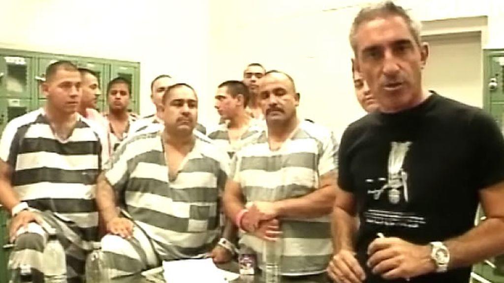 Sistiaga con un grupo de presos de la cárcel de Joe Arpaio