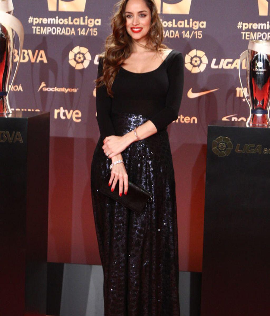 Lorena Van Heerde con cuerpo y falda de María Baraza