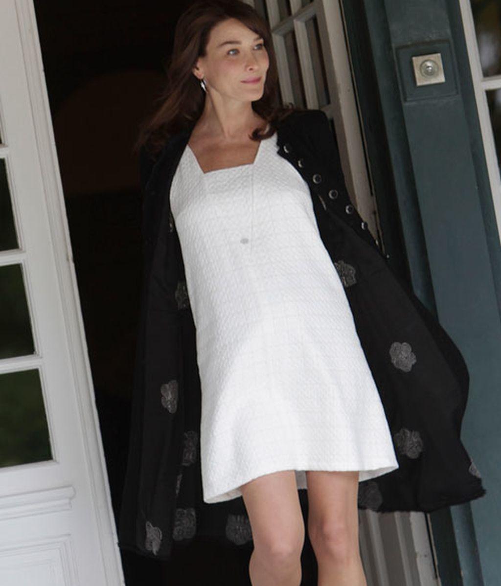 Primer look premamá de Carla Bruni