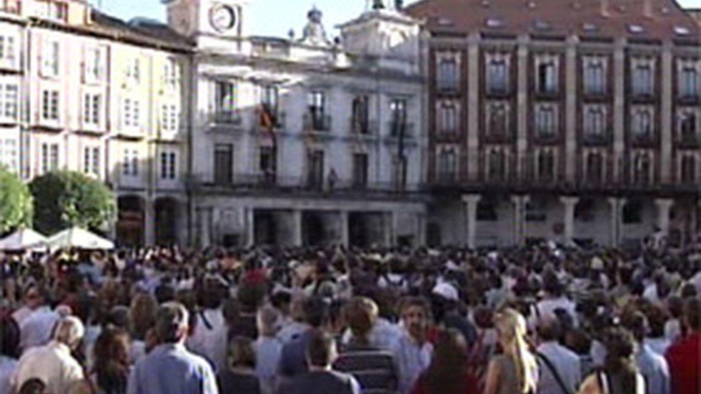 Miles de personas se concentran en Burgos
