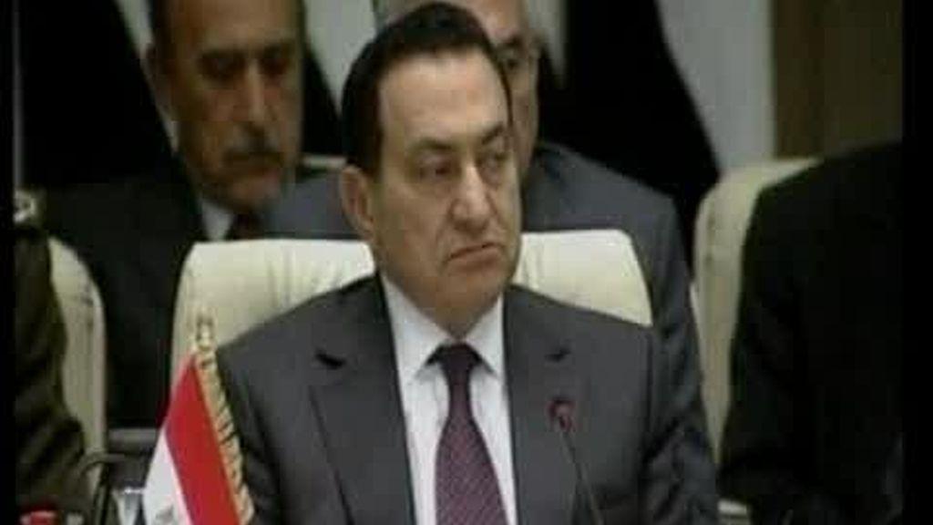 Mubarak se va tras 30 años en el poder