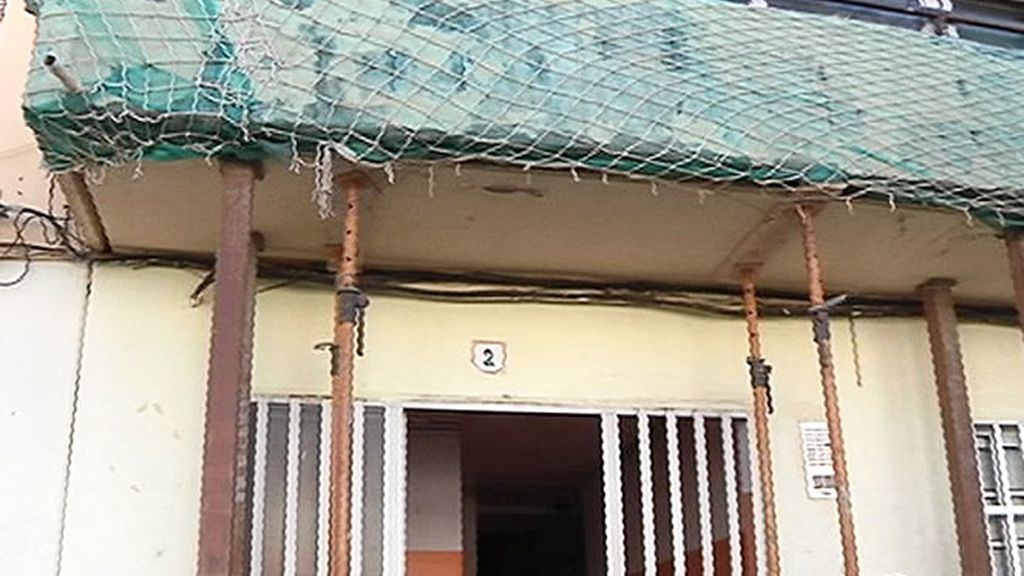 Estado de la fachada de uno de los edificios del barrio