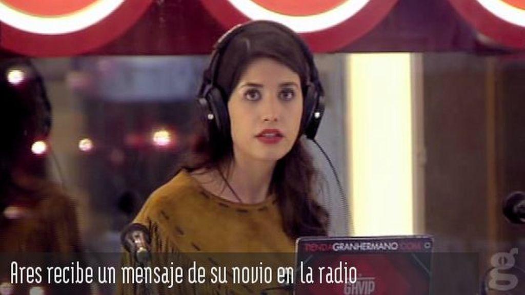 Ares recibe un mensaje de su novio en la radio