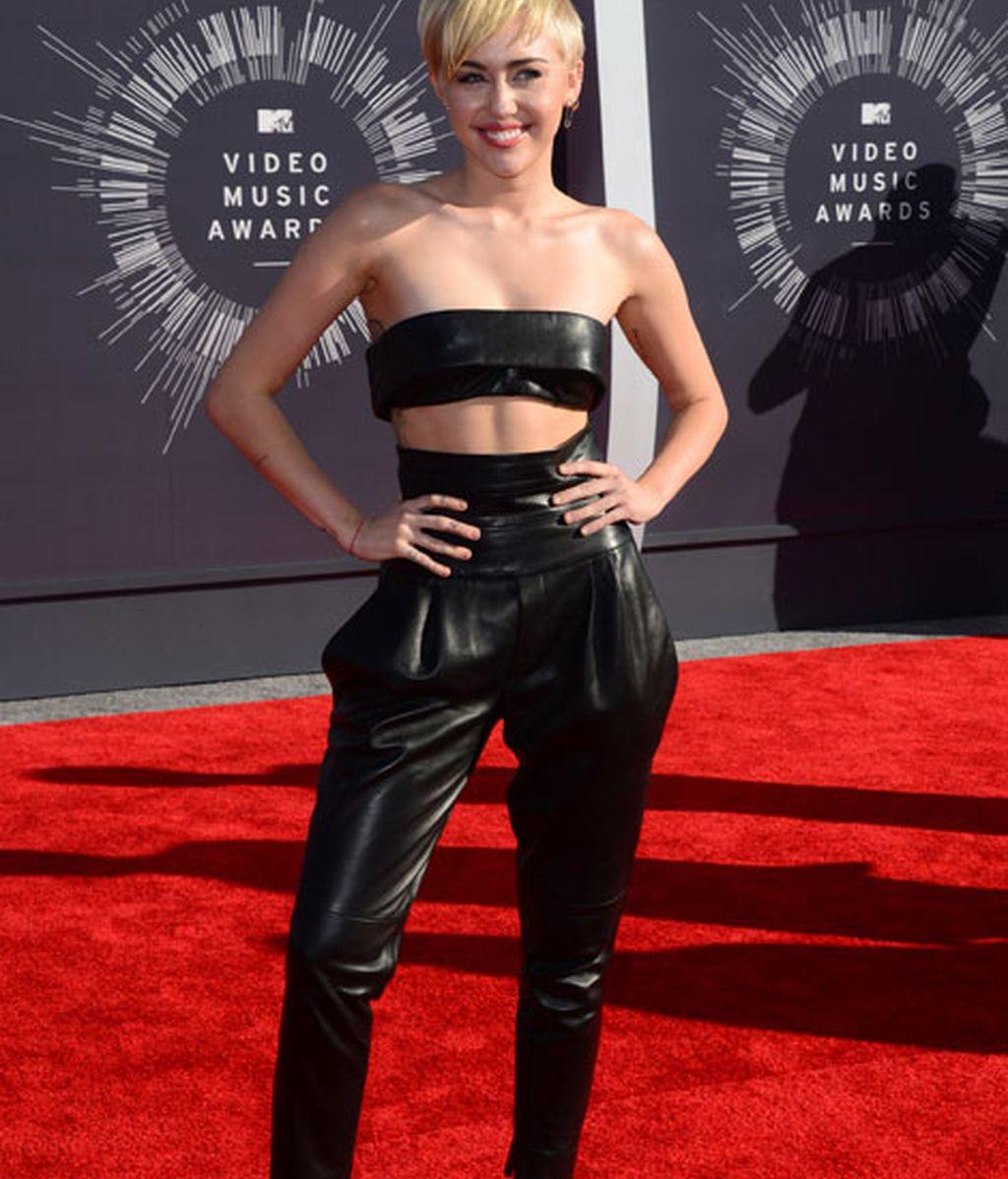 Miley Cyrus con mono de cuero de Alexandre Vauthier Couture.