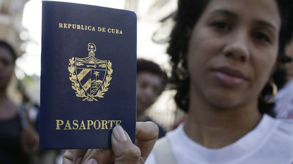 Cuba elimina el permiso de salida de la isla