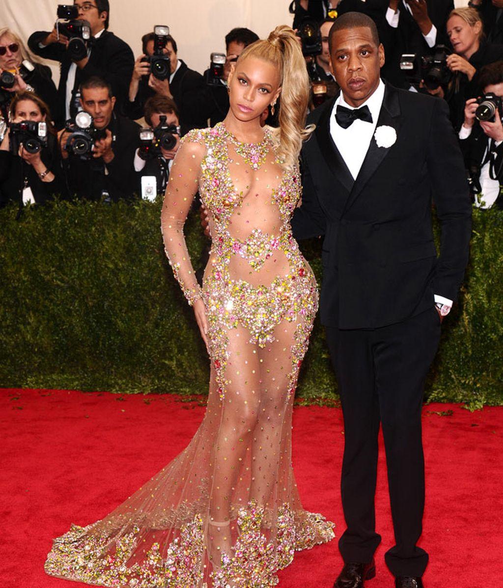 Beyoncé vestida de Givenchy junto a su marido Jay-Z