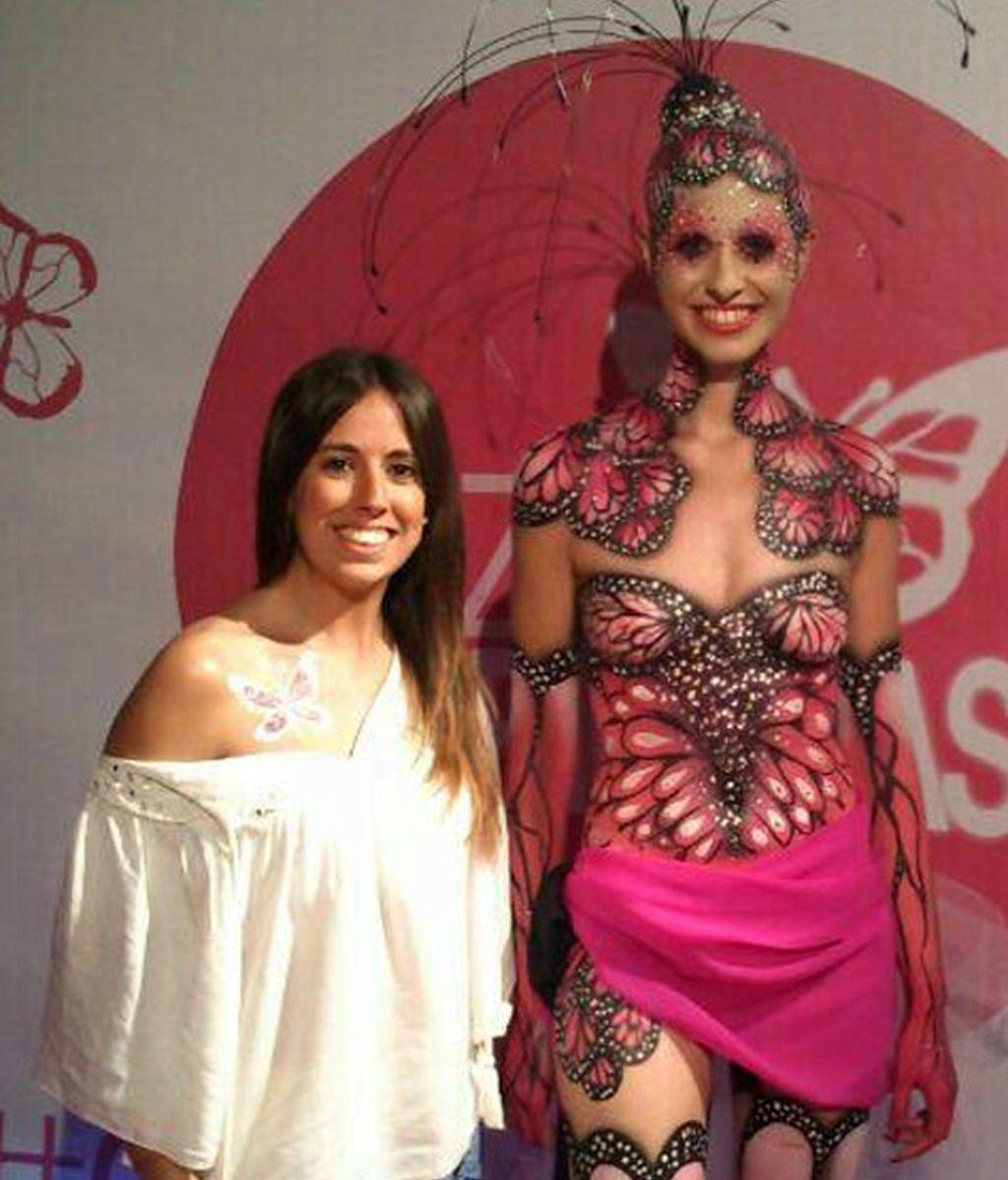 Laura Esteban @Lauritxu87, guapísima junto a nuestra 'mariposa humana'