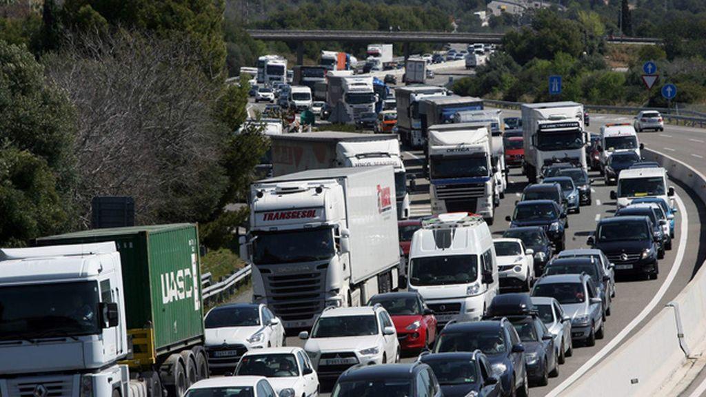 El tráfico se complica por la vuelta de las vacaciones de Semana Santa