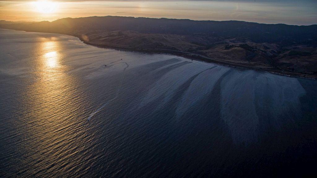 La rotura de un oleoducto en California provoca el vertido de 80.000 litros de petróleo