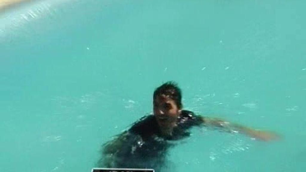 Momentos de relax de la cuadrilla y alguno en la piscina