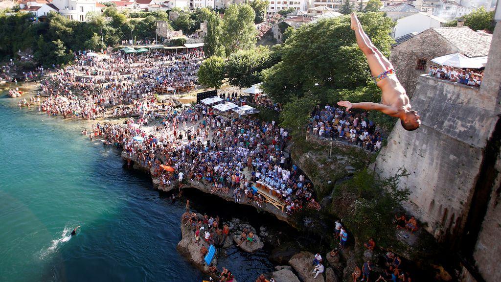 Salto al vacío en la tradicional competición de Mostar (31/07/2016)