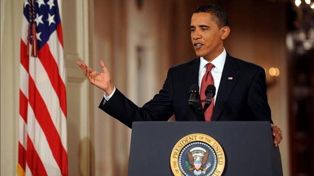 """En su alocución radial sabatina, Obama señaló: """"en el comienzo de 2011 estamos apenas saliendo de la peor recesión en generaciones que ha cobrado un precio terrible a millones de familias"""". EFE/Archivo"""