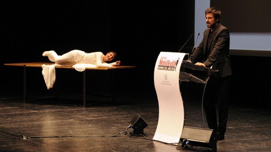 Eva Hache intentó seducir a casi todos los premiados, como por ejemplo Hugo Silva