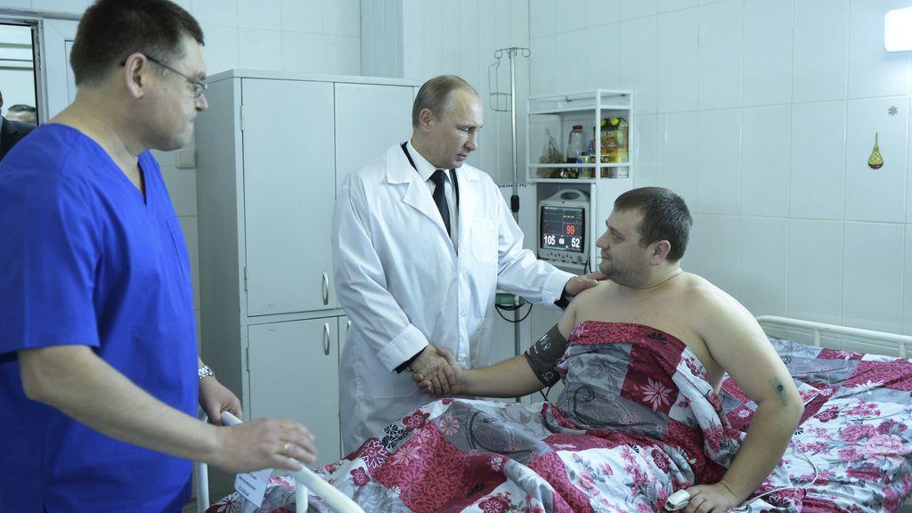 """Putin visita por sorpresa Volgogrado y promete """"aniquilar"""" a los terroristas"""