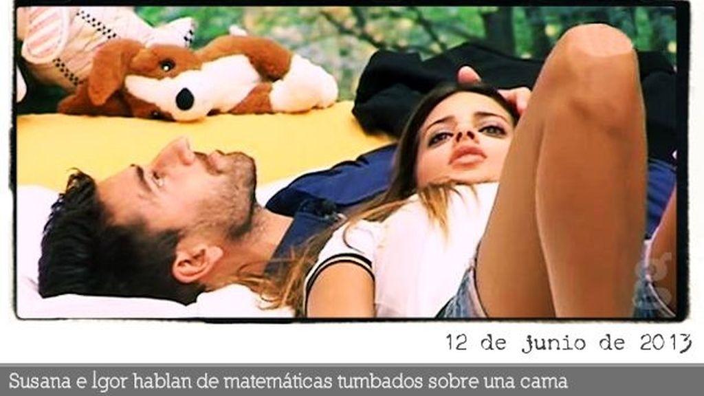 Susana e Igor hablan de matemáticas tumbados sobre una cama