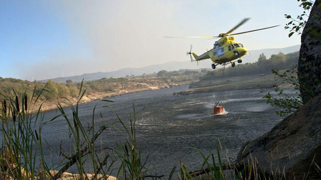 Permanecen controlados los incendios forestales de Orense