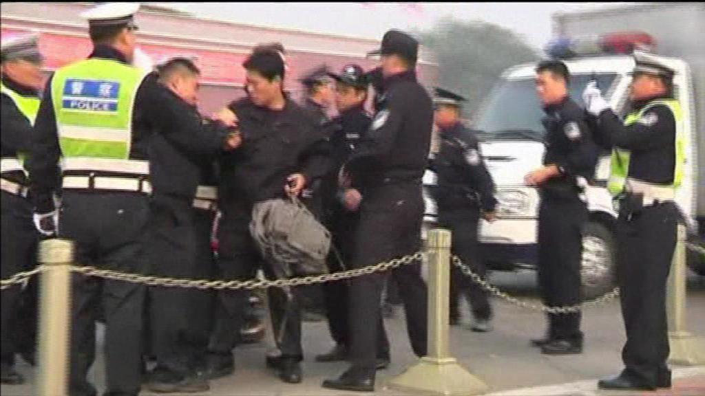 Mueren tres personas por un coche descontrolado en la Plaza de Tiananmen