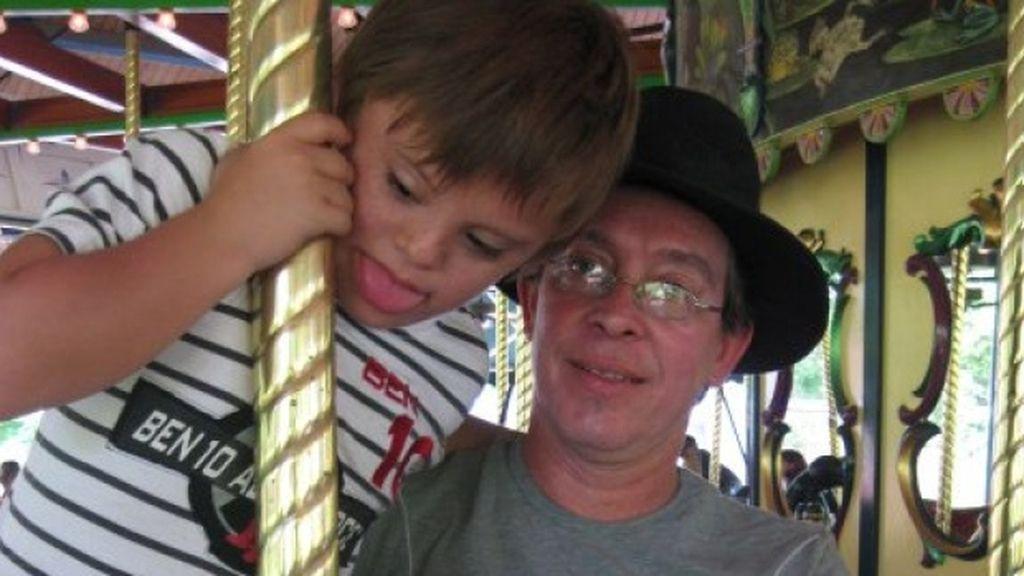 Felipe Montoya junto a su hijo con Síndrome de Down