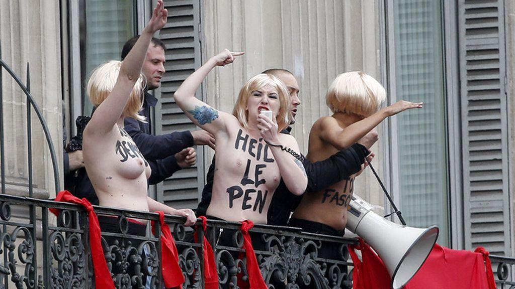 Femen protesta contra el Primero de Mayo organizada por el ultraderechista Frente Nacional