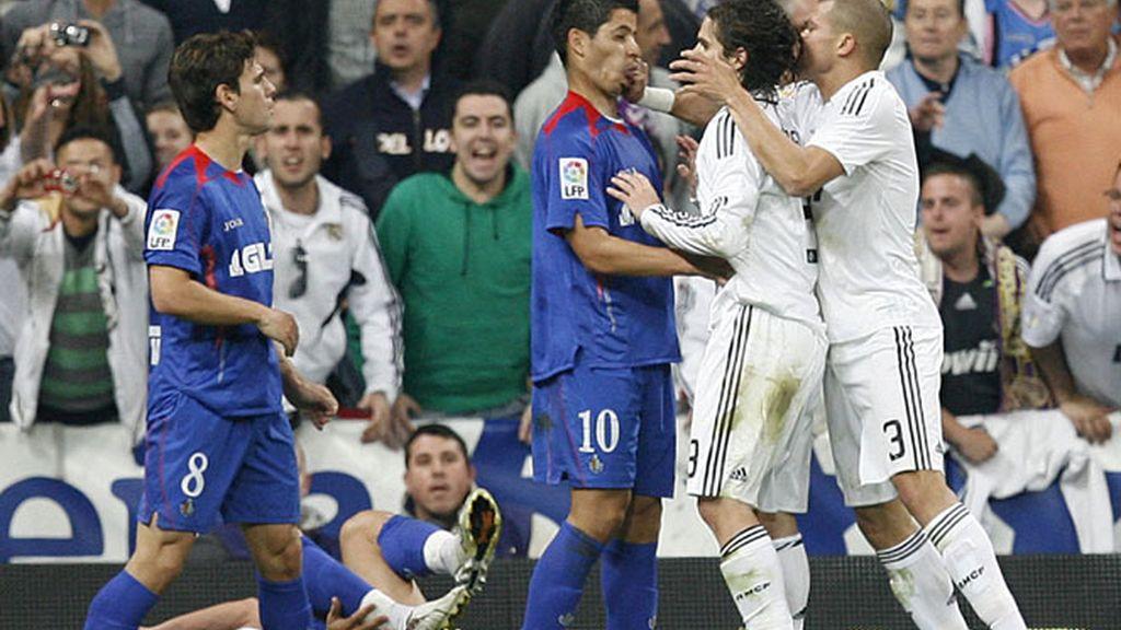 Pepe golpea a un rival