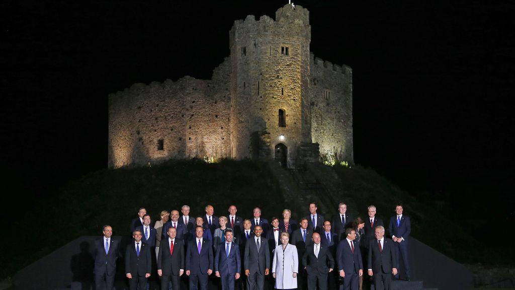 Los miembros de la OTAN posan en el castillo de Cardiff