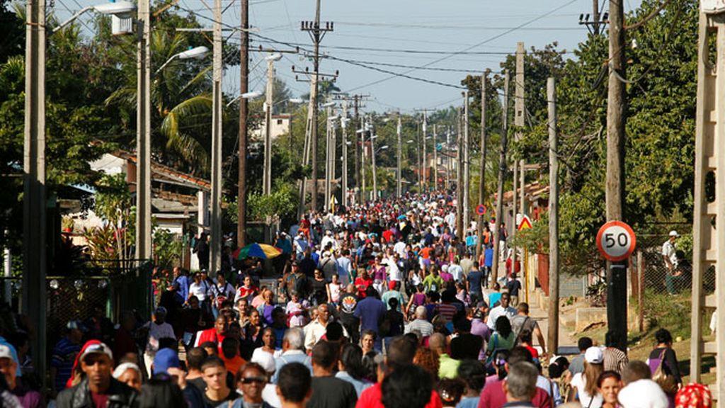 Cuba elimina el impuesto al dólar en las remesas