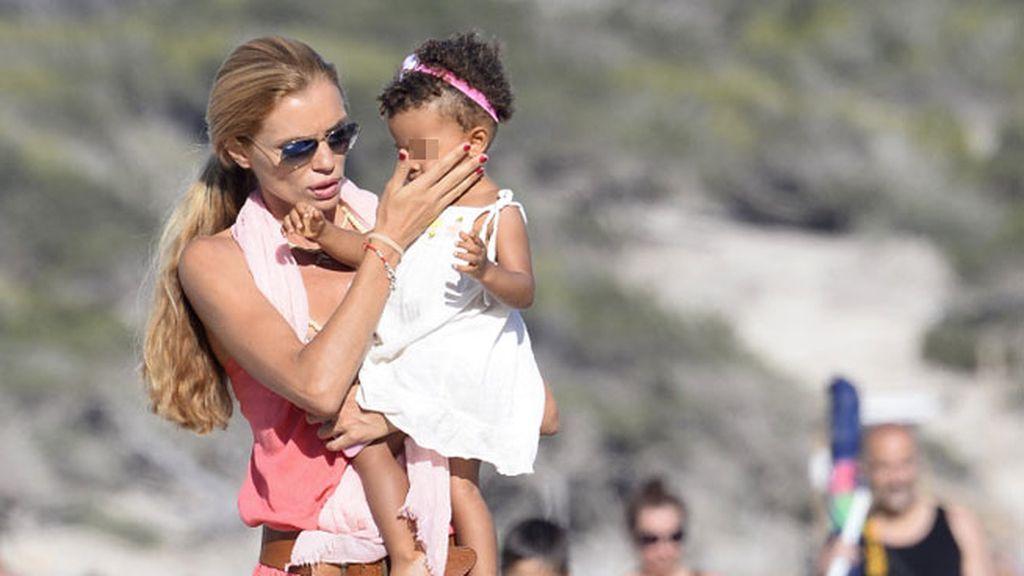 Es el segundo año que madre e hija disfrutan del verano en Ibiza