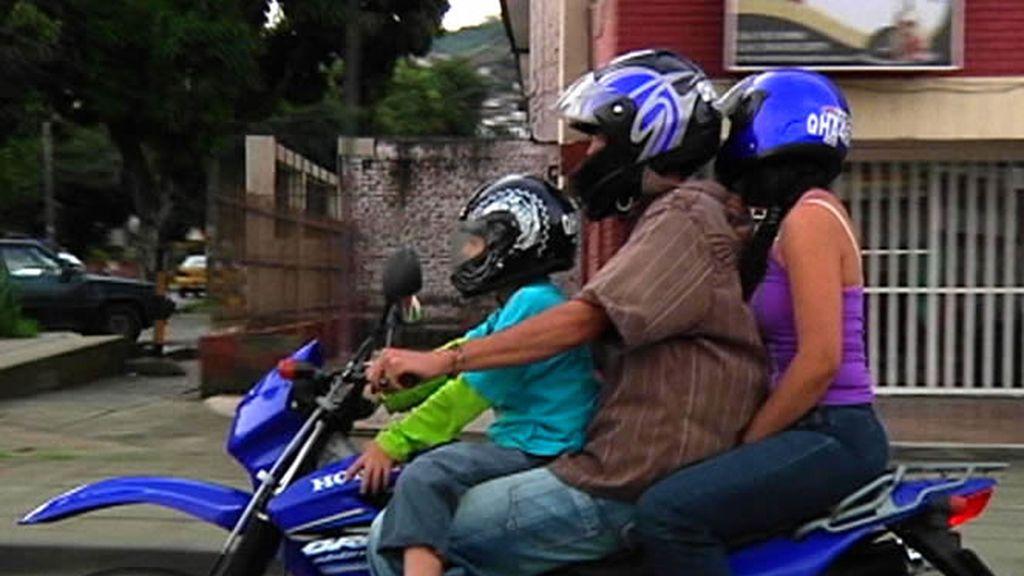 La familia en moto