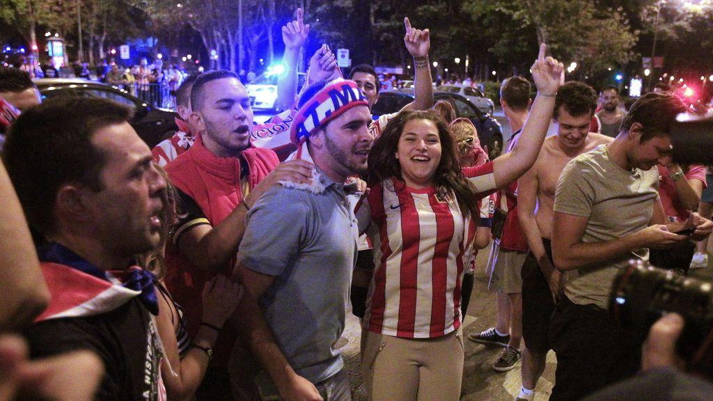 La celebración de los aficionados atléticos en Madrid