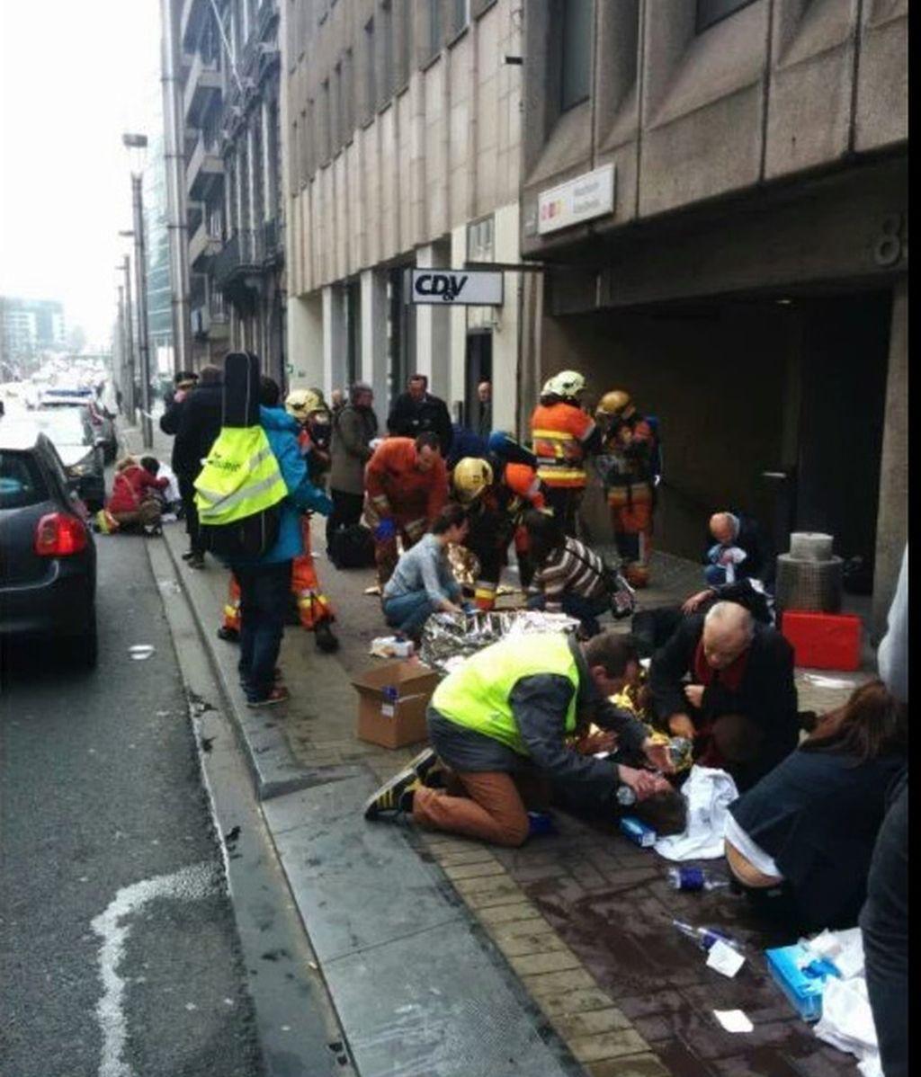 Usuarios del metro de Bruselas atendidos tras la explosión