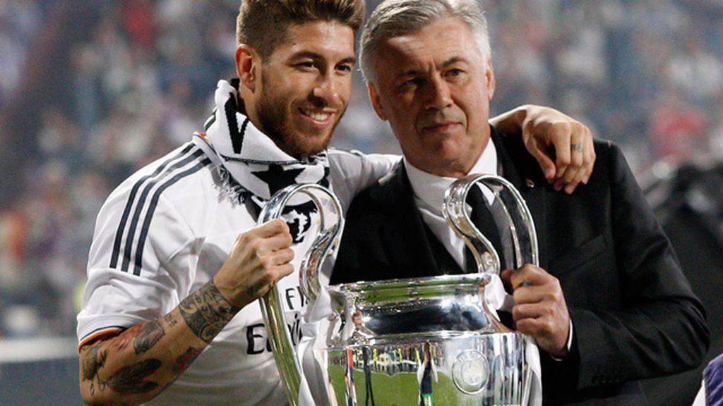 Ramos y Ancelotti posan con la 'orejona'