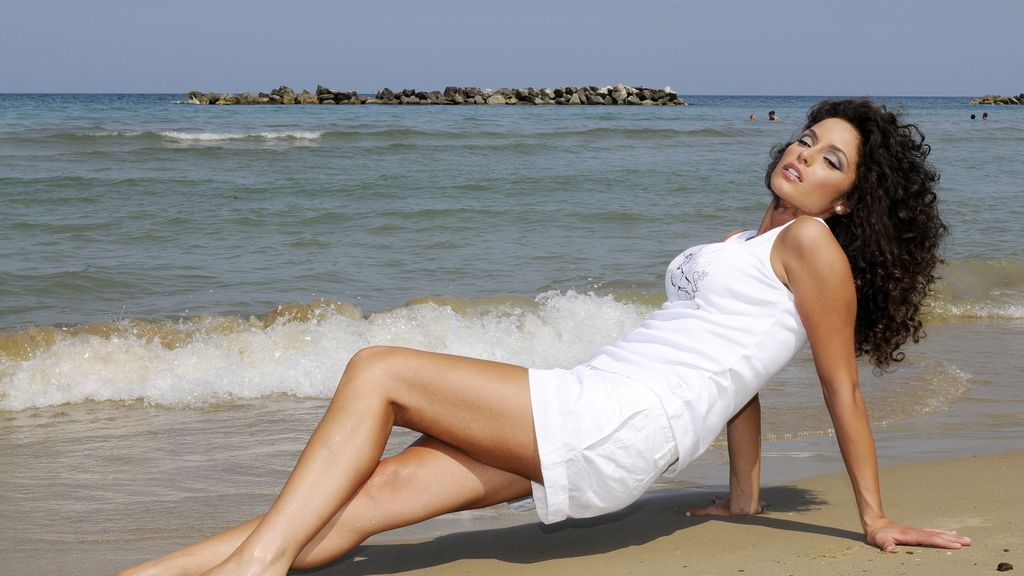 Así es Raffaella Fico, la mujer que asegura que está embarazada de Balotelli