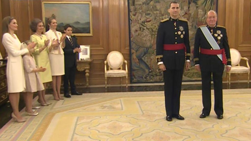 Letizia, de Varela y de corto en su primer día como Reina