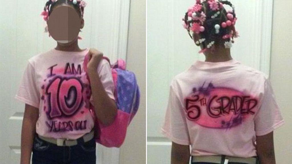 Obliga a su hija a vestirse de manera infantil por hacerse pasar por una chica mayor