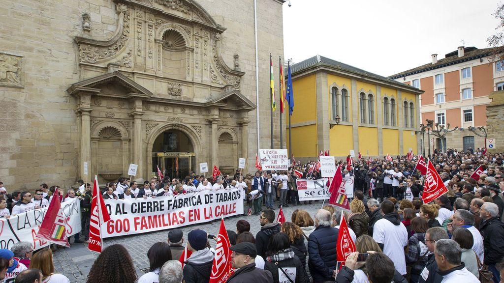 Trabajadores de Altadis vuelven a la calle para decir no al cierre de la fábrica