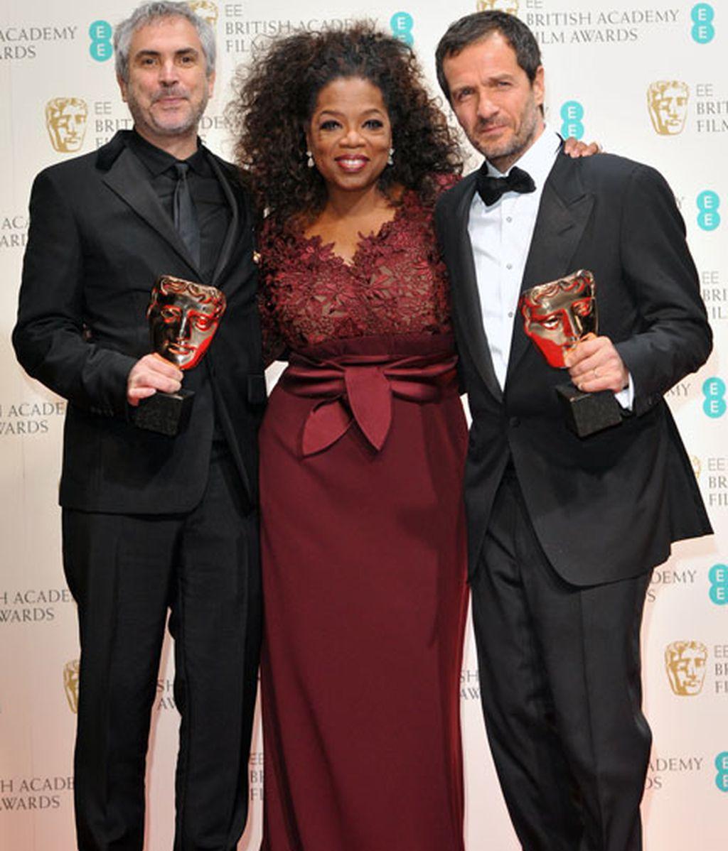 Alfons Cuarón, mejor director por Gravity, posa con Oprah Winfrey y el productor David Heyman